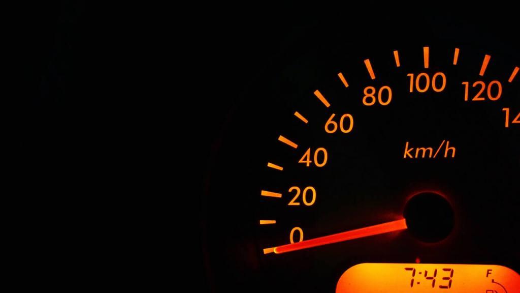 なぜ、インターネット回線は最高速度が出ないのか